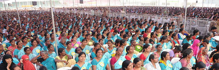 women crowd website
